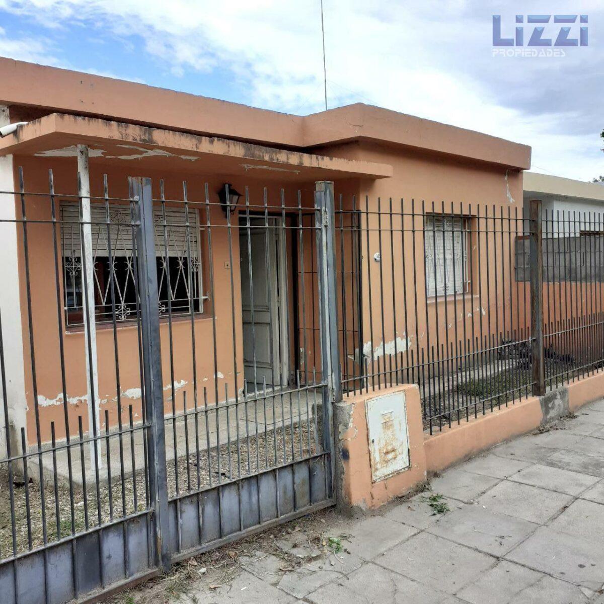 VENTA CASA 2 DORMITORIOS EN CALLE VIENA – BARRIO POLUYAN